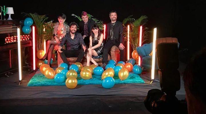 """Amici! Ieri abbiamo girato il videoclip di """"CHIEDIMI COME"""" il nostro nuovo singolo in…"""