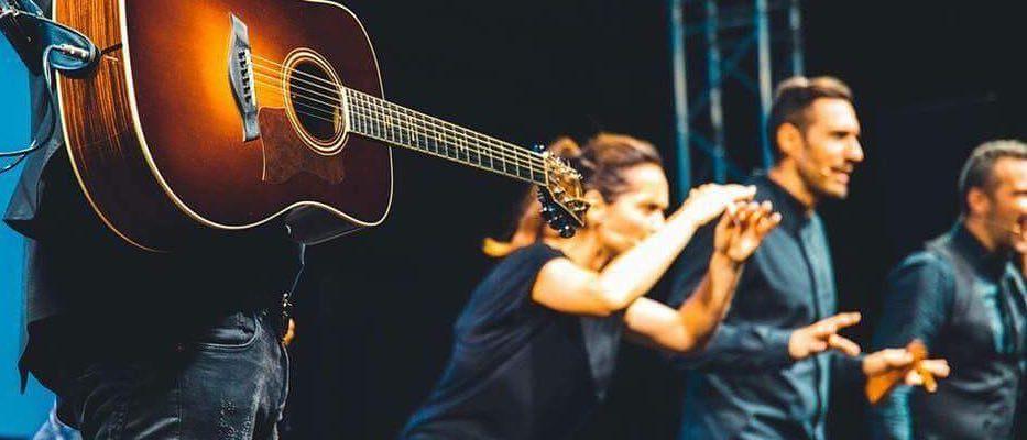 """La chitarra andrà in pensione per un po': arriva """"La Bibbia riveduta e scorretta"""".…"""